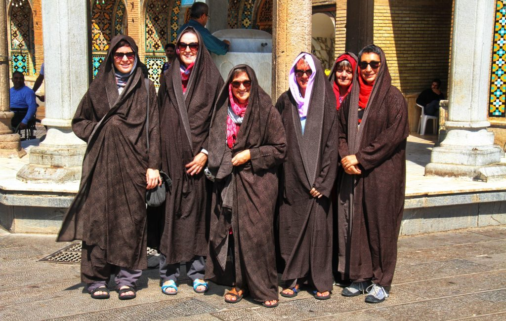 Iran: Qazvin: Imamzade-ye Hossein Mausoleum, Besucherinnen