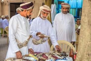 Oman: Khanjarhaendler in Nizwa (copyright Bea Müller)