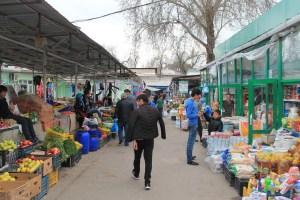 Der bekannte Green Basar in der Hauptstadt Dushanbe - Tadschikistan