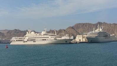 Die Yachten des Sultans im Hafen von Muttrah