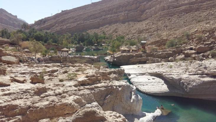 Felslandschaft und Pools im Wadi Bani Khalid