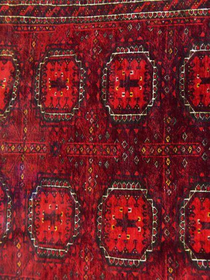 Handgeknüpfter Teppich nach traditioneller usbekischer Art