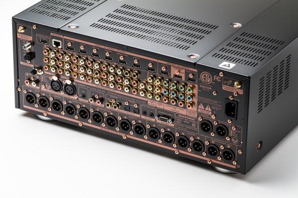 AV8005_Balanced_Pre-out_3
