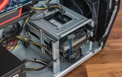 Im internen HDD-Käfig ist noch ein Slot frei