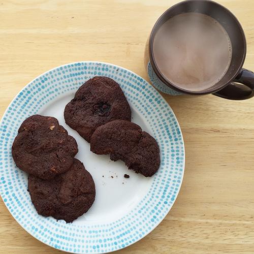 Paleo_Chocolate_Chunk_Cookies_and_Hot_Cocoa