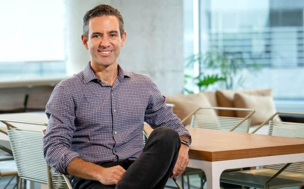 David Velez de Nubank informa sobre la reducción a cero emisiones de carbono. Nubank registra crecimiento acelerado.