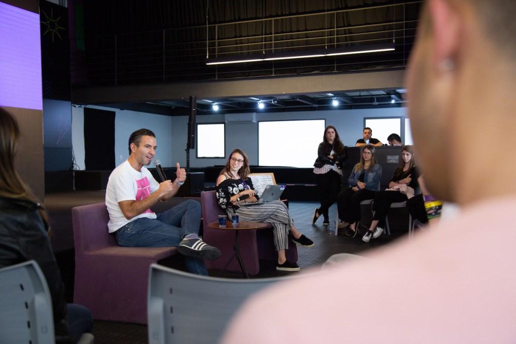 David Vélez, CEO e co-fundador do Nubank, em palestra para os estudantes.