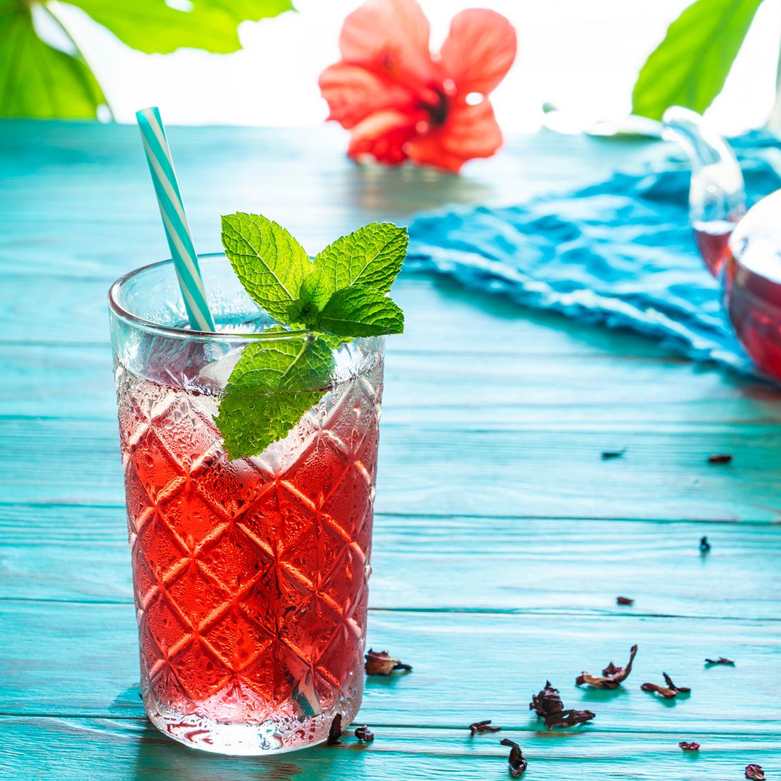 hibiscus mint iced tea spritzer
