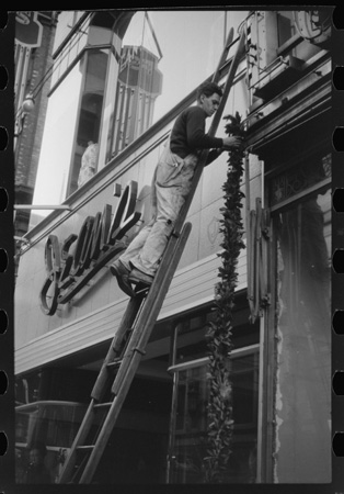 Taken in December 1940 by photographer Jack Delano, this photograph is the 'money shot' – it shows the original wooden façade replaced with an Art Deco-inspired frontage that was built in 1929. It is currently unknown if the wooden façade was demolished or destroyed by fire.