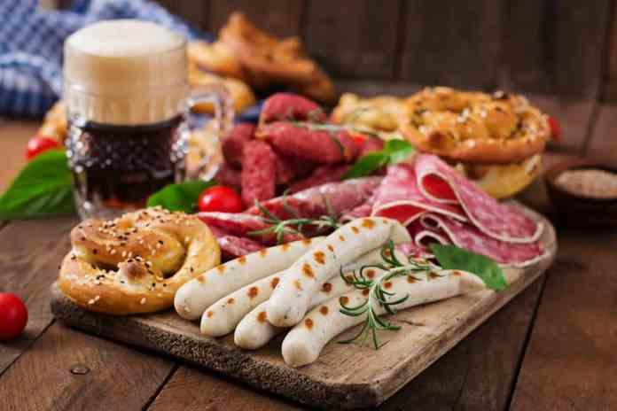 oktoberfest yiyecekler ve bira