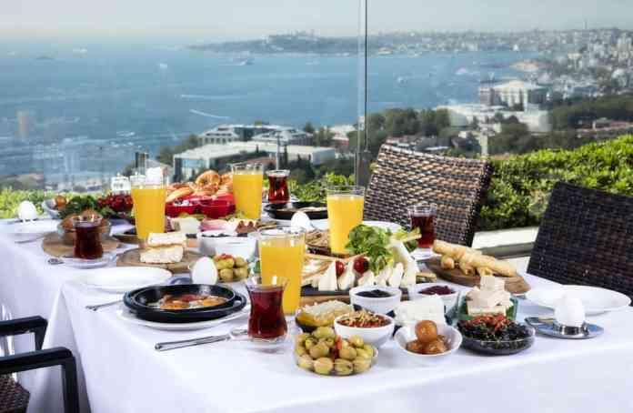 Boğazda Türk Kahvaltısı