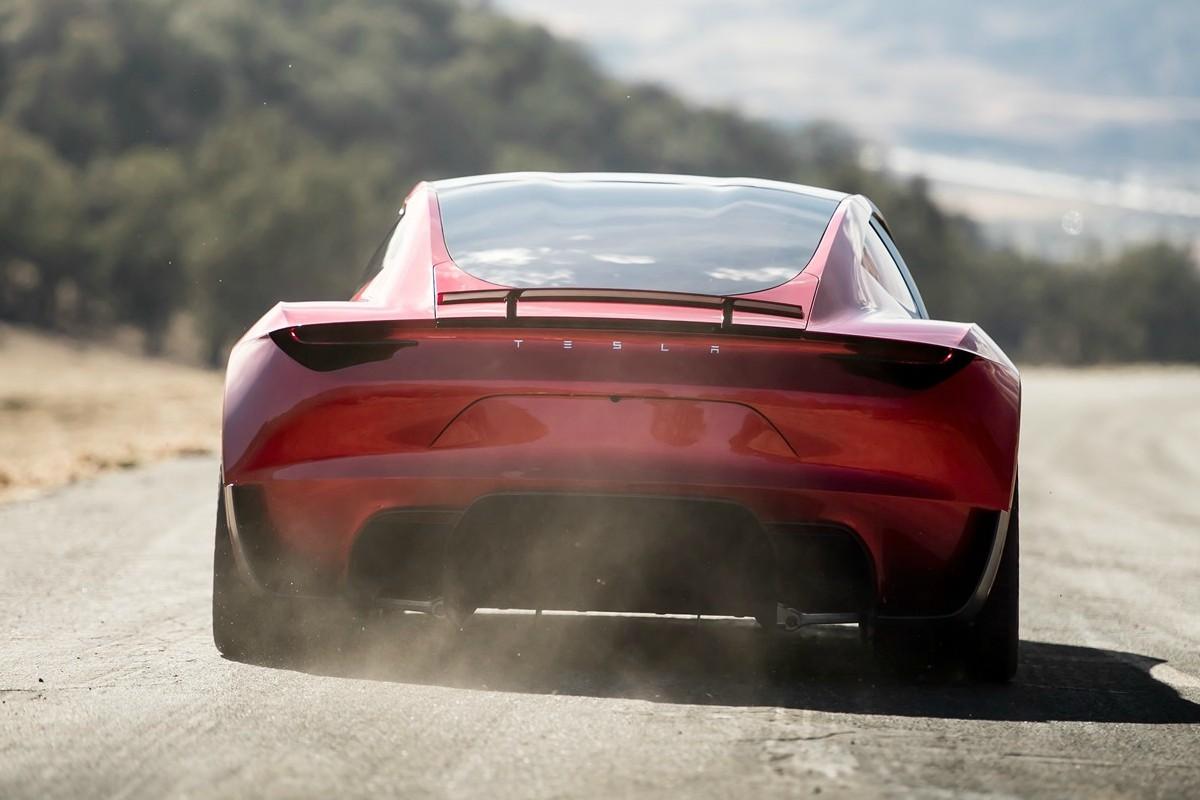 Tesla Roadster acelerando