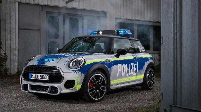 Mini John Cooper Works como coche de policía