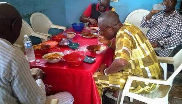 gov-fayose-eating-amala-at-local-buka-nigeria