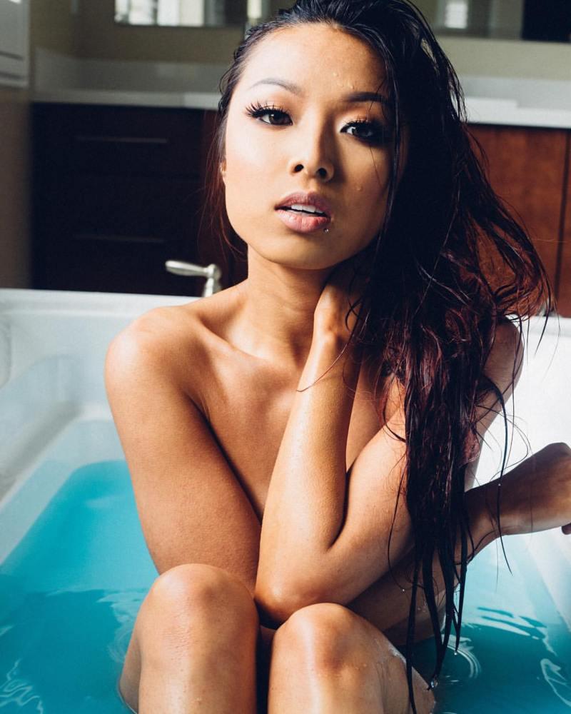 Vietnamese Chinese model Jenn Q sexy photos leaked