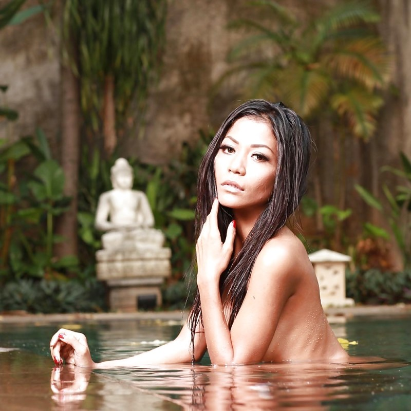 Indonesian-model-Entin-Eva-Kartini-031-by-ohfree.net_ Indonesian model Entin Eva Kartini nude sexy photos leaked