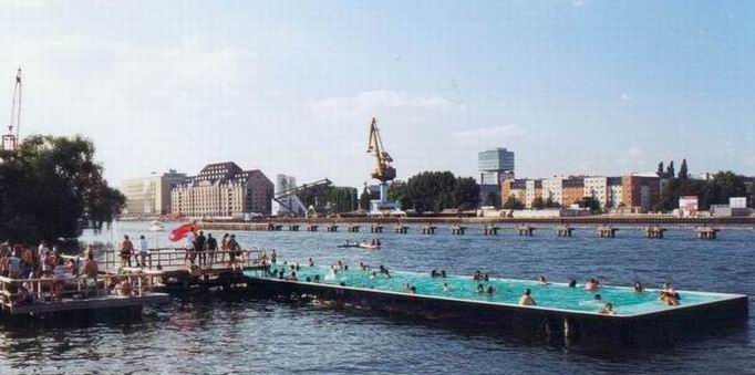 Germany-Spree-Date-Ideen-Badeschiff