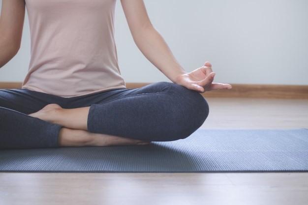 Sabes porque deves render-te ao Yoga? Estas são as razões title