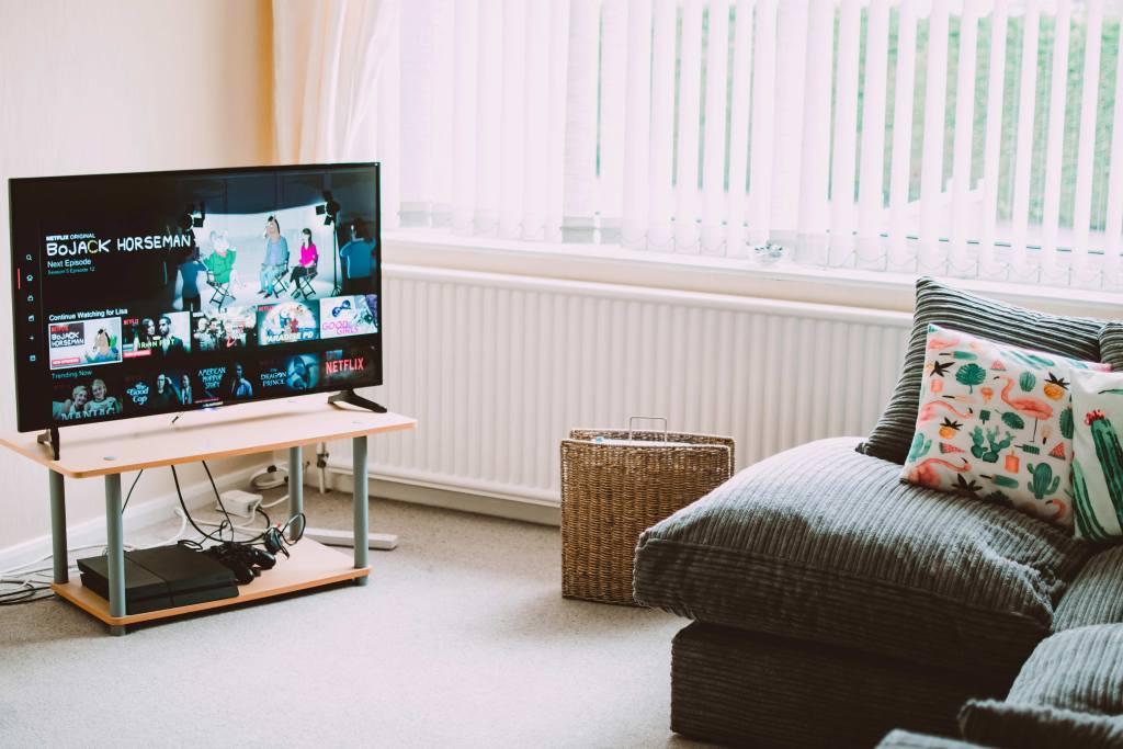 Transforma a tua televisão numa Smart TV em 5 passos title