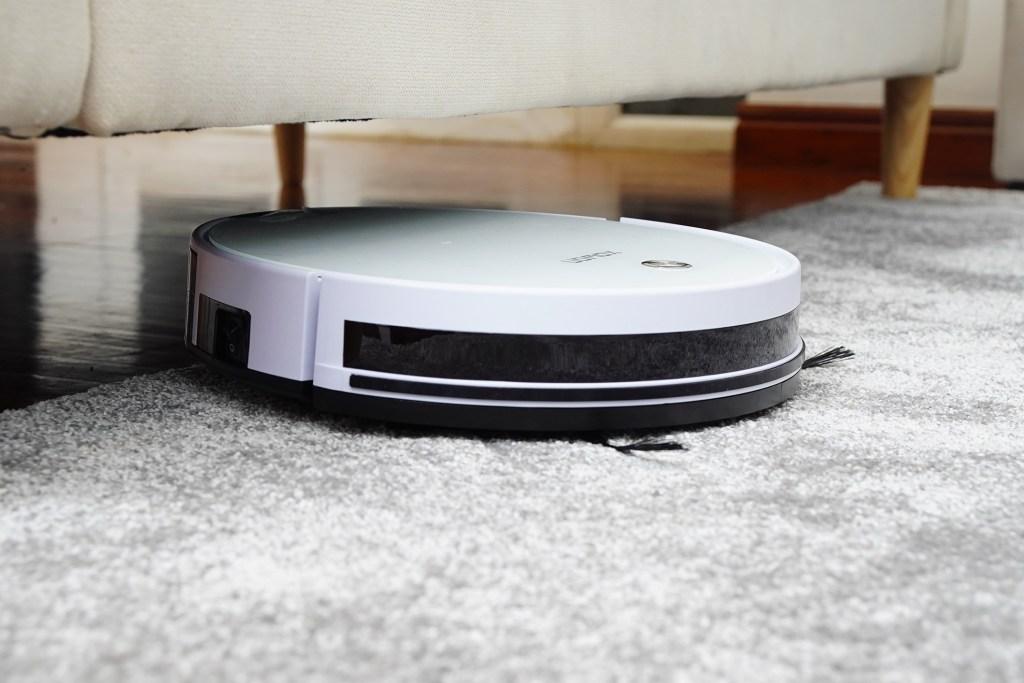 Aspiradores robot a limpar o tapete