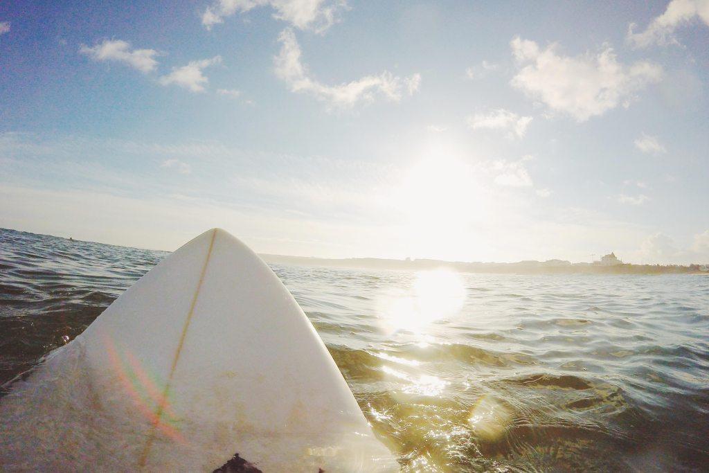 Prancha de surf na agua