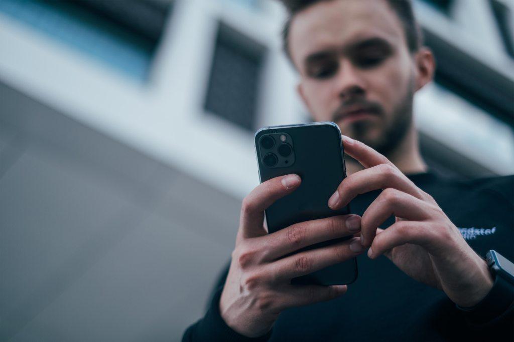 Como localizar o telemóvel em 7 passos title