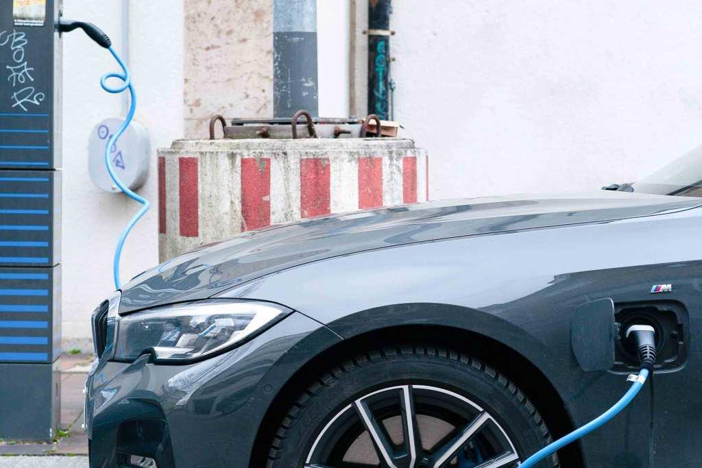 Tudo o que precisas de saber antes de comprar um carro elétrico usado title