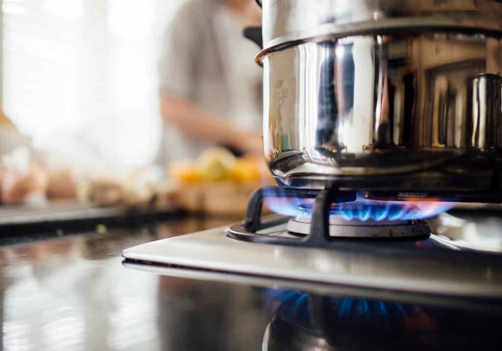 Gás ou eletricidade: qual é a melhor opção? title