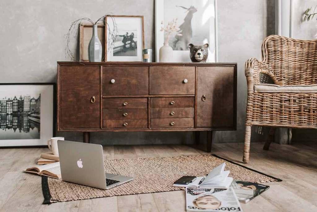 Sala de estar com aparador vintage