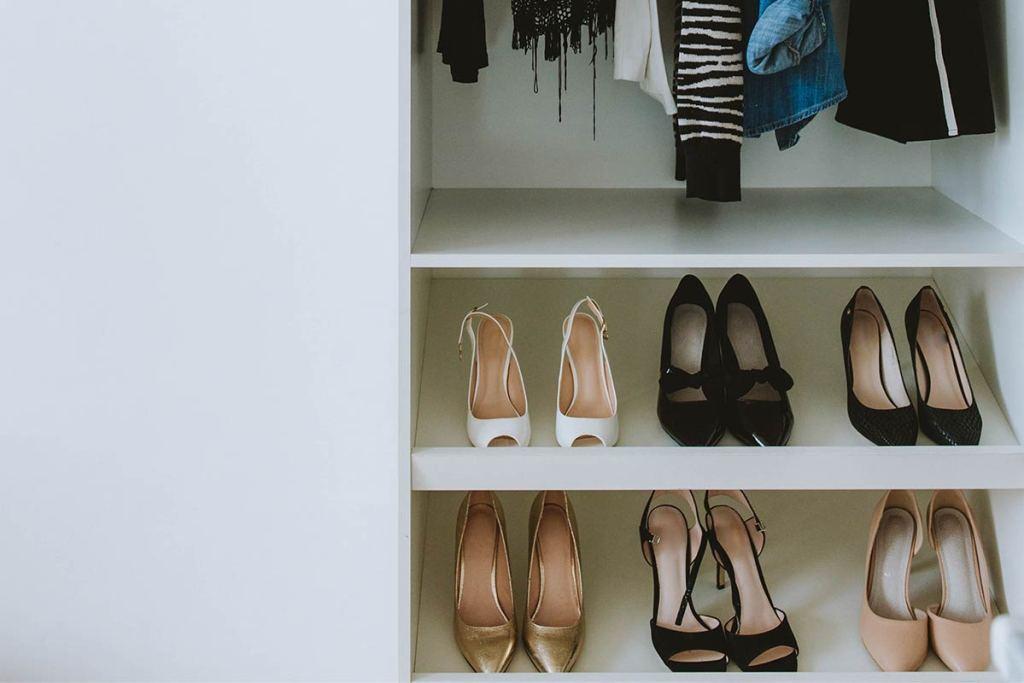 Armário com arrumação para sapatos