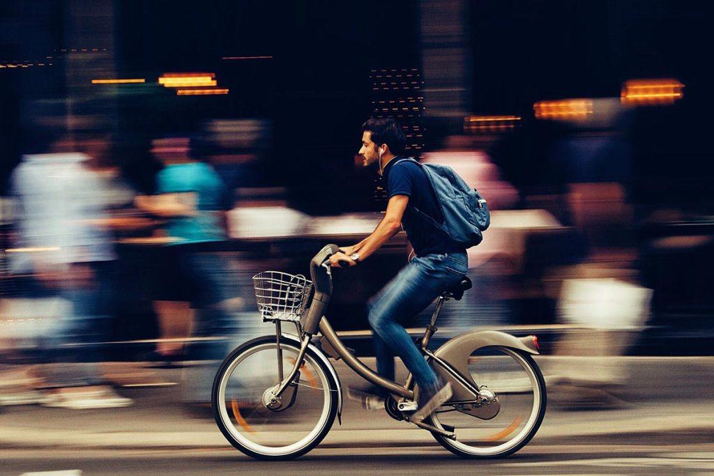 Bicicletas elétricas: a alternativa saudável e económica title