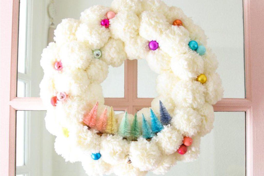 Coroa de natal com pompons