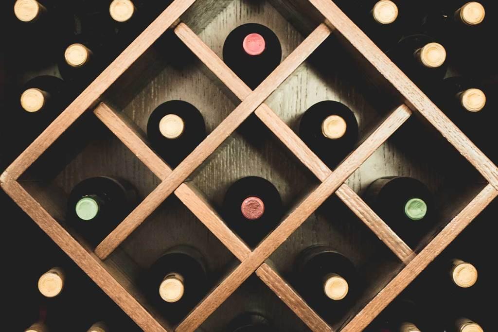Instala uma cave de vinho em tua casa title