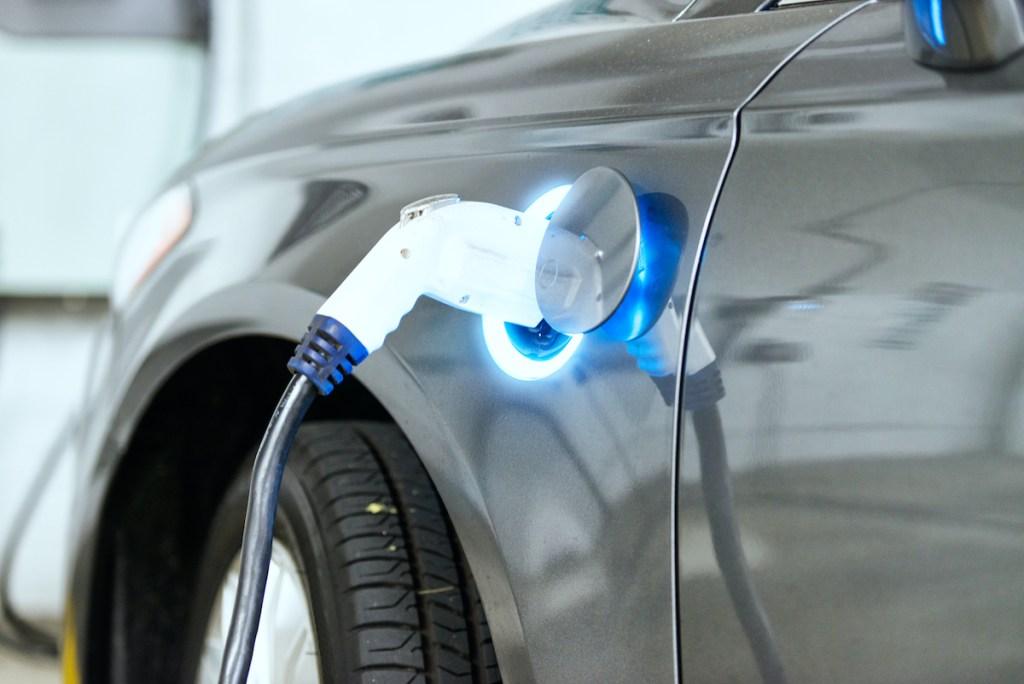 Guia para comprar um carro elétrico usado title