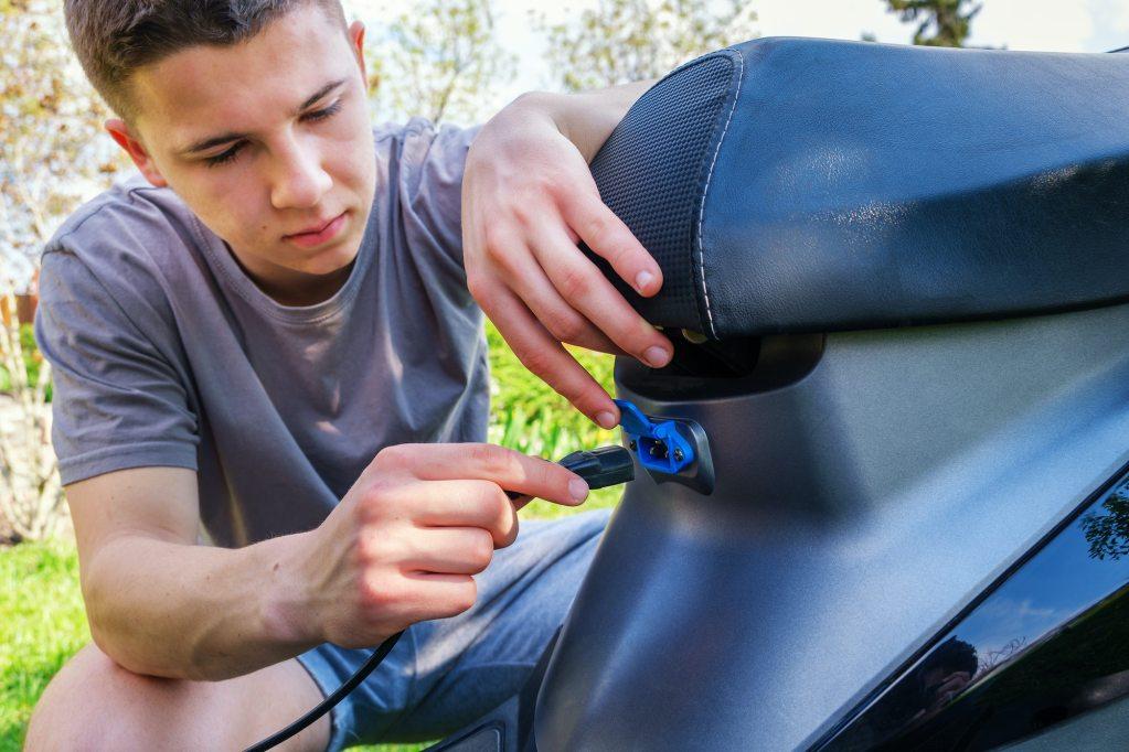 Guia para comprar uma moto elétrica usada title