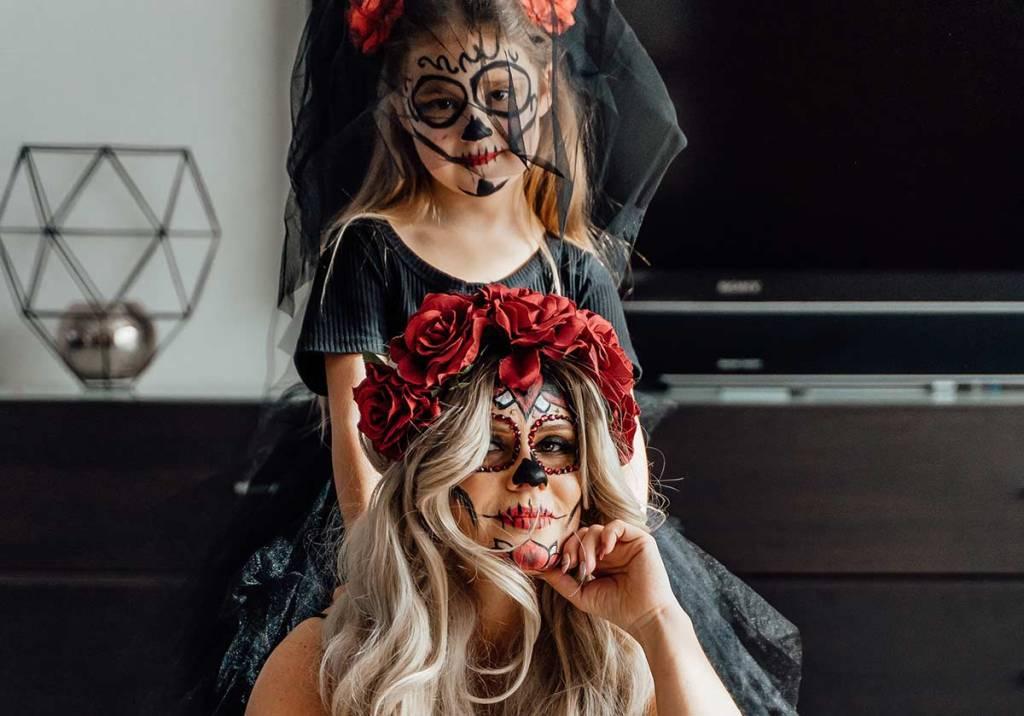 8 ideias de fatos e máscaras de Halloween title