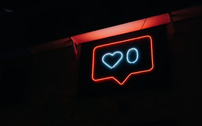 Neon sign with heart and 0 next to it