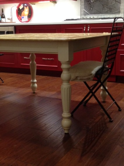 Traditional Fluted Dining Table Leg