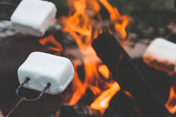 La hoguera: indispensable para acampar en tu jardín