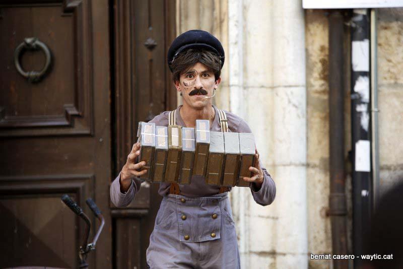 Jean Philippe Kikolas, malabares con cajas chinas