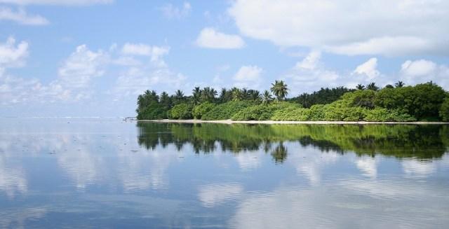 maldives-island-reflection-ocean