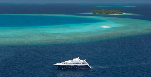 liveaboard boat in the Maldives tips
