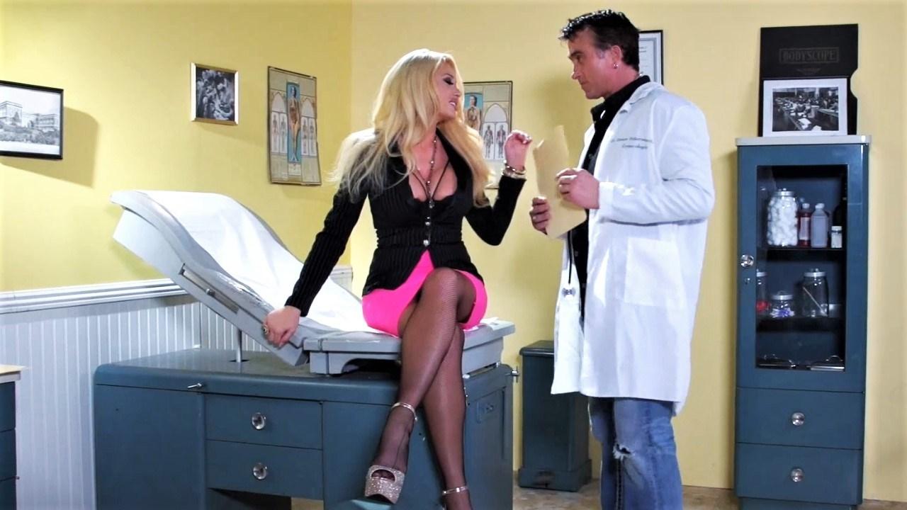 peituda-seduz-medico