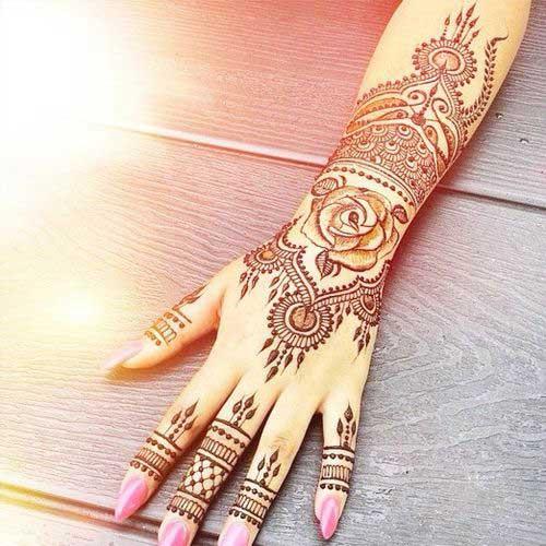 Figure Mehndi Design for this wedding season