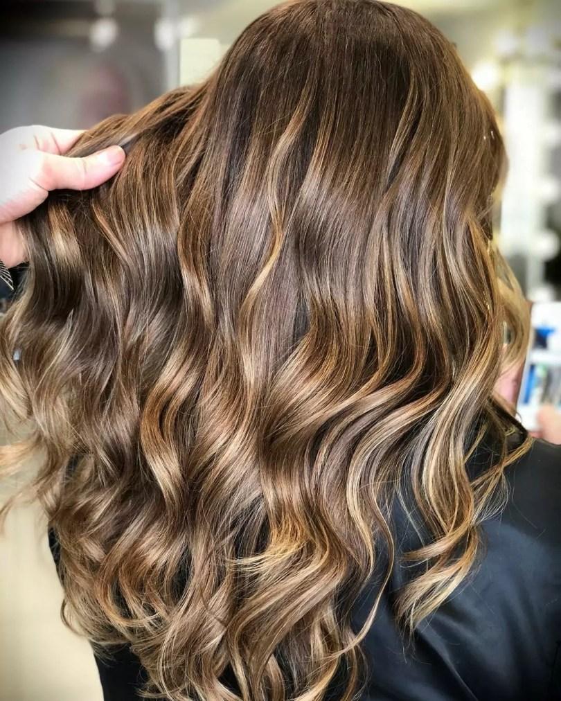 Morena iluminada: dicas e inspirações para os seus cabelos – Blog da  Pajaris | Biquínis, Moda, Viagens e Vida Solar