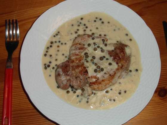 Vepřový steak přelitý pepřovou omáčkou