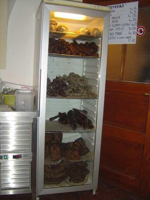 Plná lednice masa