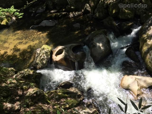 鬼の落涙岩|鬼の舌震の写真