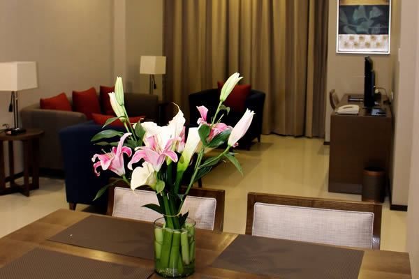 Golden Phoenix Hotel - An Escape Place to Stay within the Metro