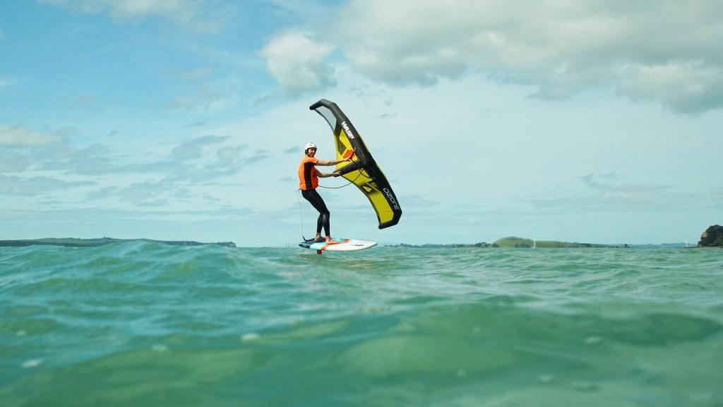 le wingfoil, le nouveau sport nautique du moment